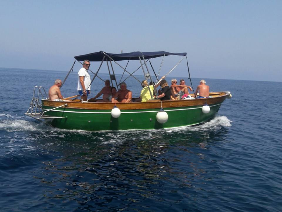 hire-a-boat-in-castellabate-gozzo8/